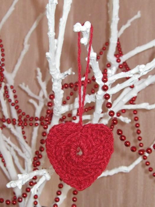 Сердечко ко дню Святого Валентина.  Подарите любимому сердце, связанное своими руками.  Сердечко связано по схеме.