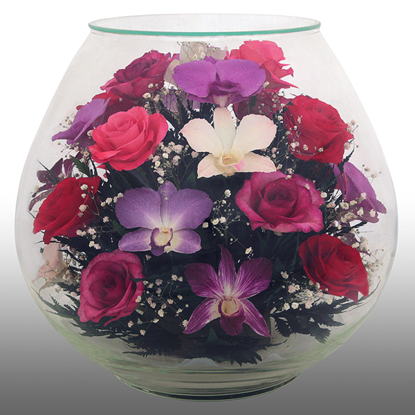Цветы в стекле -это свежие цветы помещенные в специальный сосуд ( вазу имеющую самые разноообразные формы...