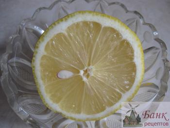 Напиток из лимона с медом.