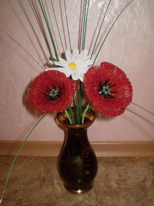 Трудилась по МК. только серединки маков сделала по-своему. http://aminda.mylivepage.ru/forum/1...%B0%D0%BA%D0%B8.