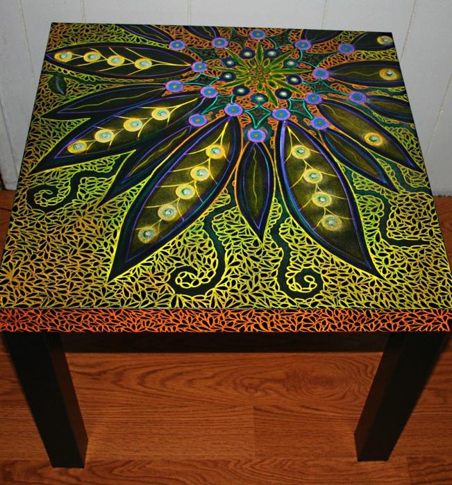 Роспись стола точечной росписью