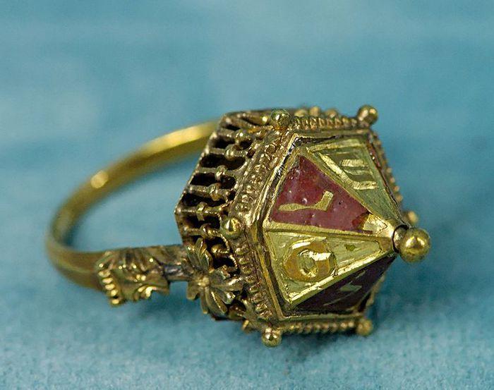 золотые кольца старинные