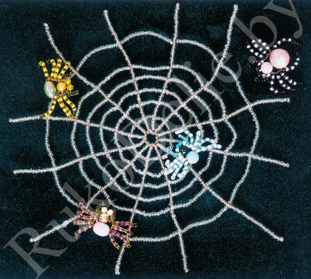 Паучок на паутинке, выполненный из бисера и бусин.  Тебе потребуется.
