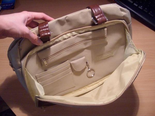 Бежевая сумка от Ив Роше.