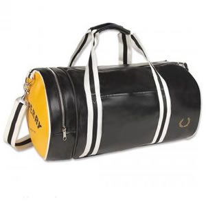 Сегодня прикупил себе сумку Fred Perry, на которую давно слюни пускал...