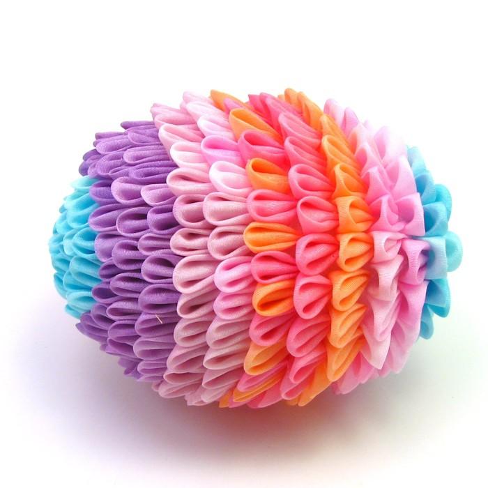 Позитивная штука...хотела бы себе такую =) Сия красота - КАНЗАШИ (цветы из ткани).  Картинко тыкательно) .