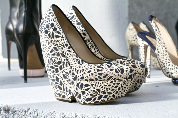 Красивые Модельные Туфли Или Босоножки Танкетка Или Каблук