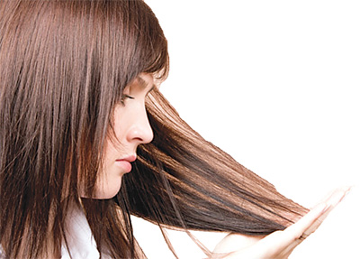 Молодым девушкам в возрасте от 16 до 24 лет легче отрастить волосы, так как именно в этом возрасте наступает