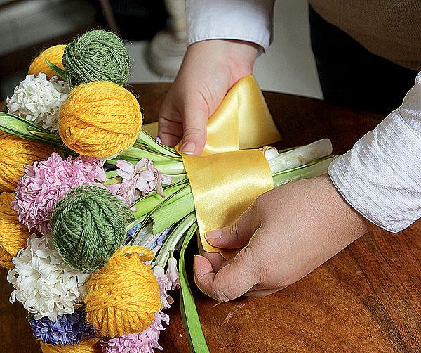 Любителям цветов, вязания и весны. Клубочные композиции в интерьере. Обсуждение на LiveInternet - Российский Сервис Онлайн-Дневн
