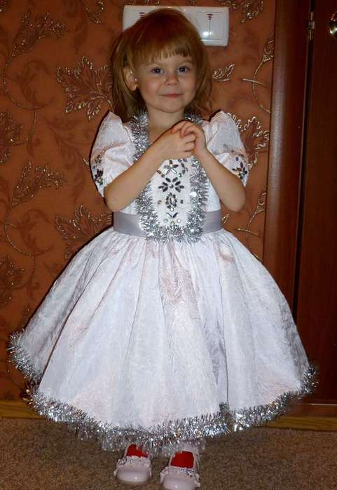 Как сделать выкройку нарядного платья для девочки 3-4 лет.