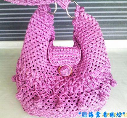 Ажурная вязаная сумочка, с нежными тонкими узорами, не