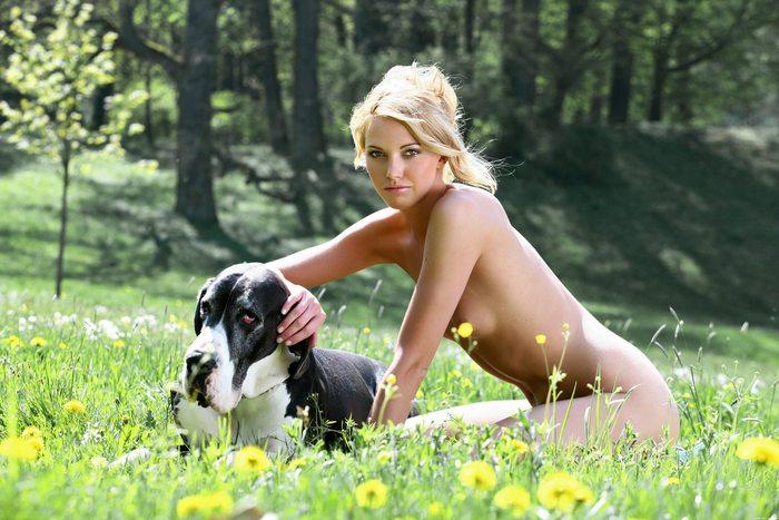 Фото Photos. Женщины Women. собака. кобель. зоофилка. девушка. Для взросл