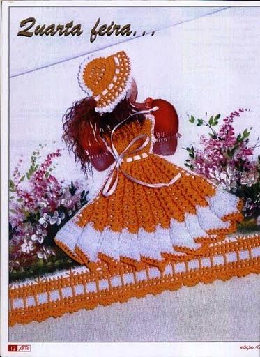 Интересная идея для творчества: сочетание на ткани рисунка и куклы в вязаном платье.  Прилагаются схемы для вязания...