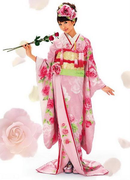 """С середины XIX века считается японским  """"национальным костюмом """".  Японская культура очень древняя и богатая..."""