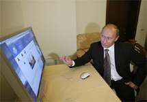 Владимир Путин за компьютером. Фото с сайта rio-travel.livejournal.com