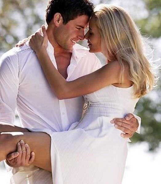 Целует грудь парень девушке 1 фотография