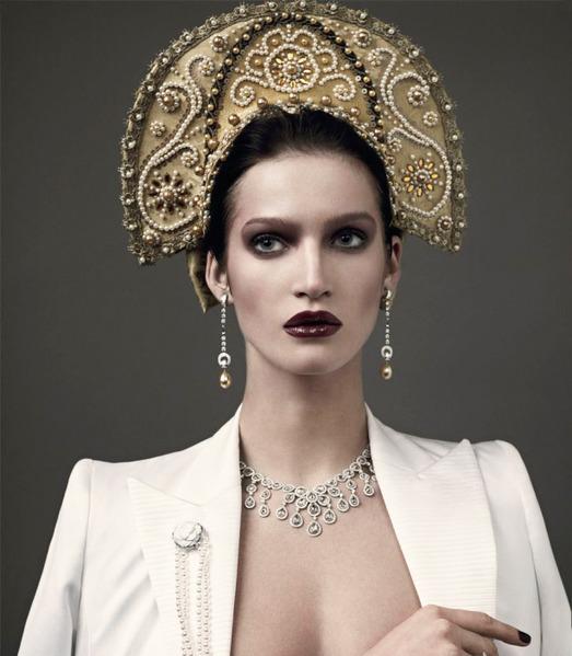 """Тема  """"Русские узоры """" была ракрыта на страницах журнала Vogue Russia..."""