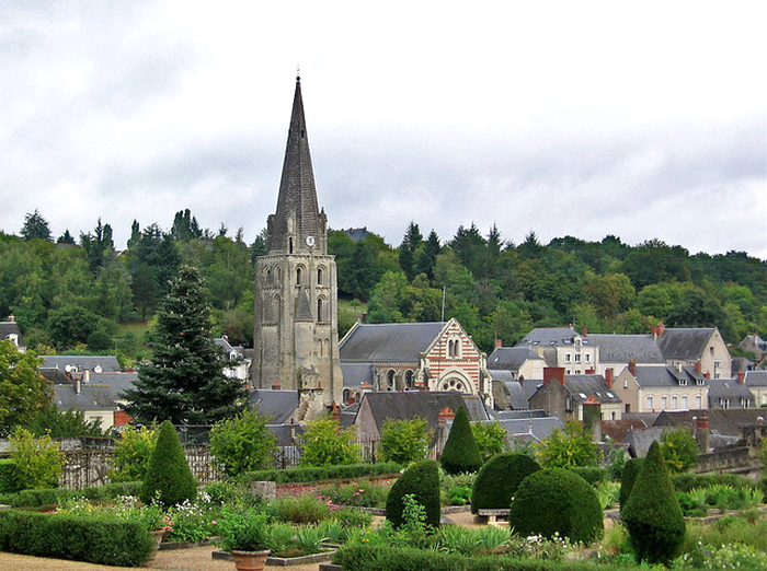 Langeais, church from the chateau gardens  Flickr - Photo Sharing! (700x522, 707Kb)