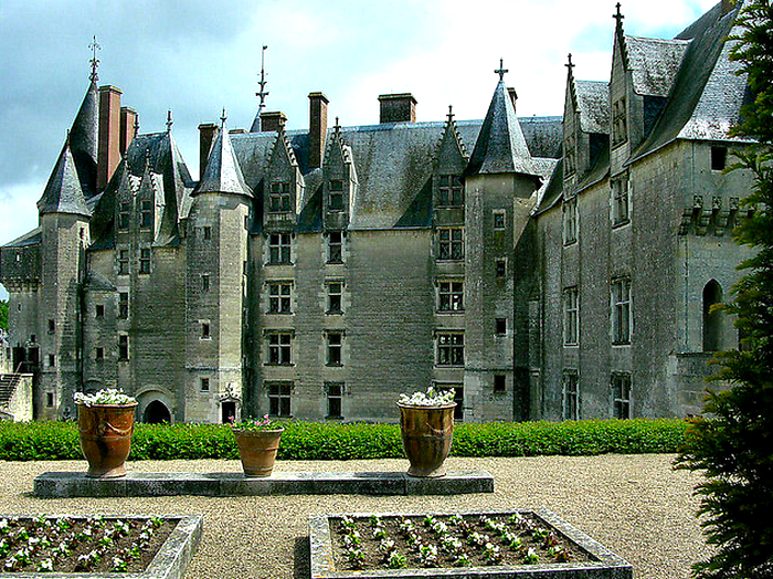 Courtyard from Upper Level Chateau de Langeais  Flickr - Photo Sharing! (700x524, 904Kb)