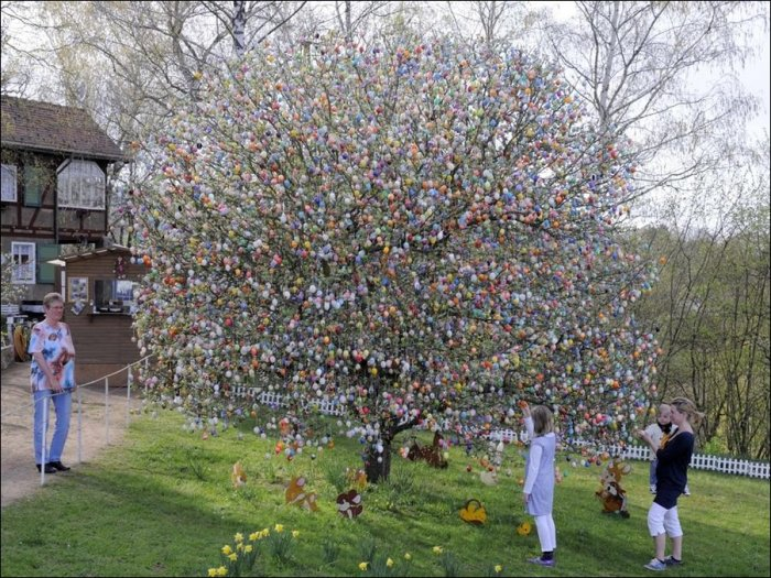 1302701245_easter-eggs-tree-03 (700x525, 138Kb)