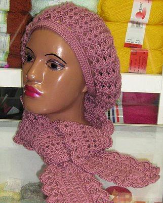 Берет и шарф крючком.