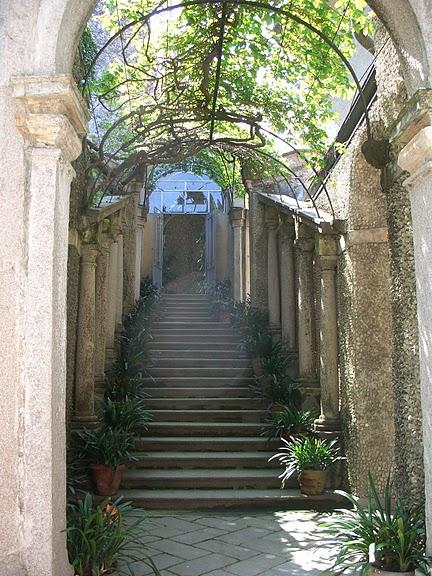 Дворец Борромео ( итал. Isola Bella - красивый остров ) 31785