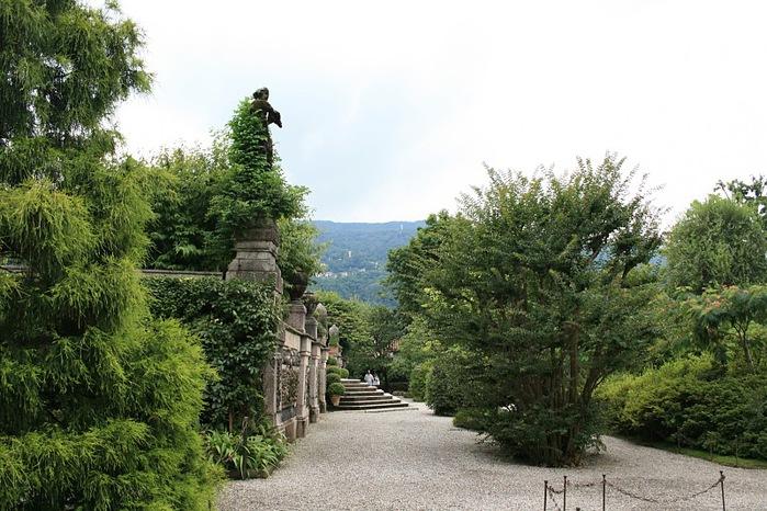 Дворец Борромео ( итал. Isola Bella - красивый остров ) 37240