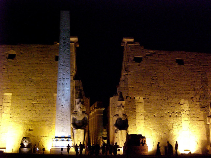 Luxor Temple at night (700x525, 136Kb)
