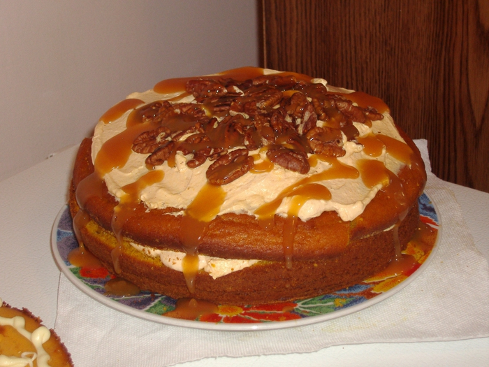 4278666_2193566621_cfcf0b4f81_Pumpkin_cake_with_Pumpkin_Mousse__Drizzled_with_Caramel_and_Topped_with_Toasted_Pecans_O (700x525, 285Kb)