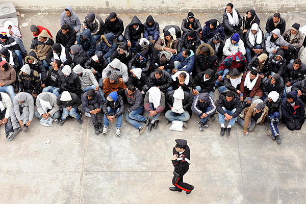 0214-Italy-Tunisia-Migrants_full_600 (600x400, 81Kb)