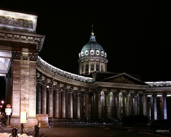 Казанский собор в Санкт-Петербурге перекрасили в белый цвет.