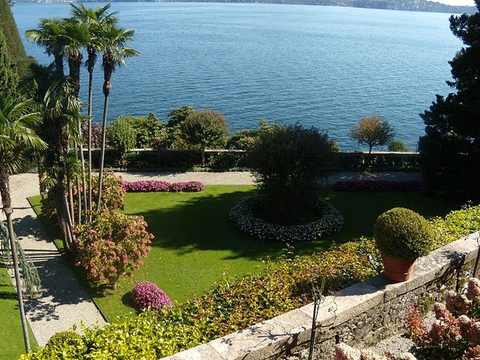 Дворец Борромео ( итал. Isola Bella - красивый остров ) 27845