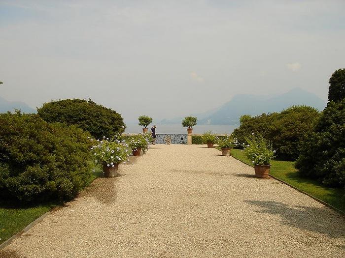 Дворец Борромео ( итал. Isola Bella - красивый остров ) 11167