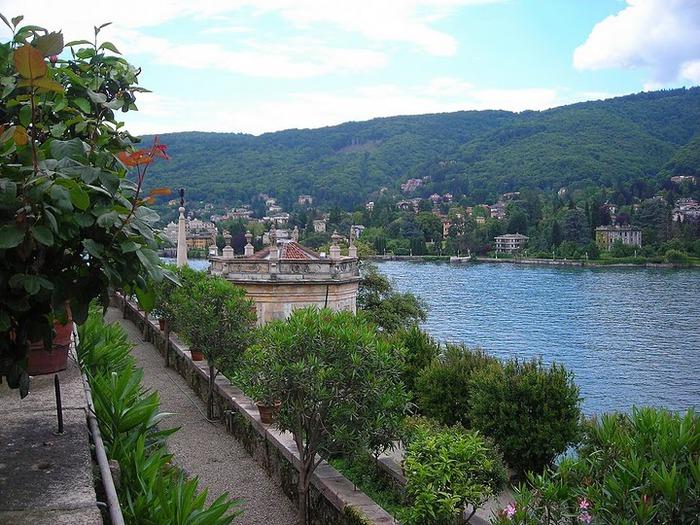 Дворец Борромео ( итал. Isola Bella - красивый остров ) 13466