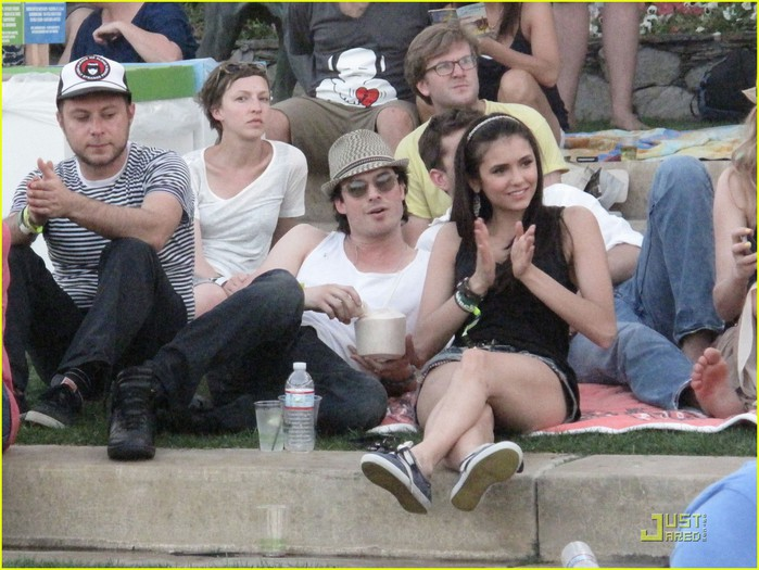diane-kruger-joshua-jackson-coachella-couple-outing-17 (700x525, 112Kb)