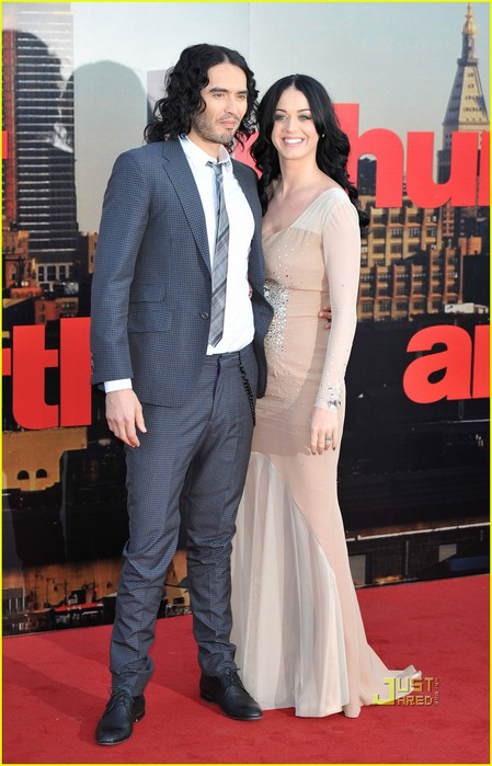 katy-perry-russell-brand-arthur-uk-premiere-06 (449x700, 84Kb)