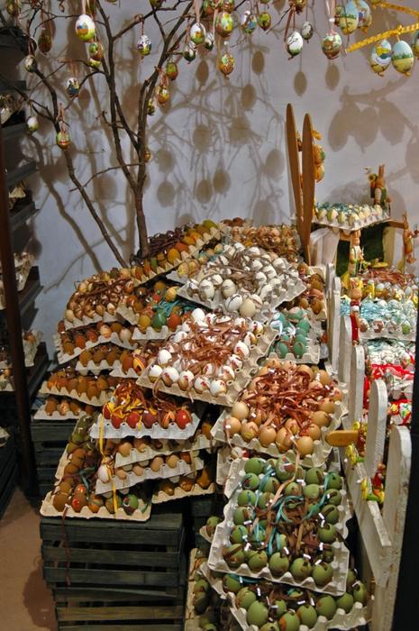 Традиции празднования Пасхи в разных странах мира/3826117_182845aceb39c9e413e28fd549058cf8 (465x700, 316Kb)