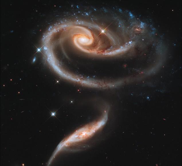 Пара взаимодействующих галактик Arp 273. Фото NASA (635x579, 49Kb)