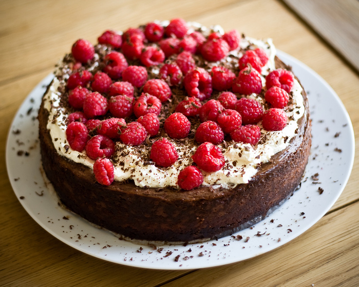 4278666_3499513371_677fd6d341_Raspberry_and_chocolate_cheesecake_L (700x559, 247Kb)
