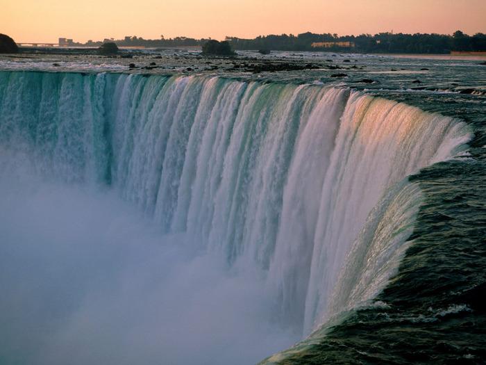Falling in Love Again, Niagara Falls, Ontario, C (700x525, 113Kb)