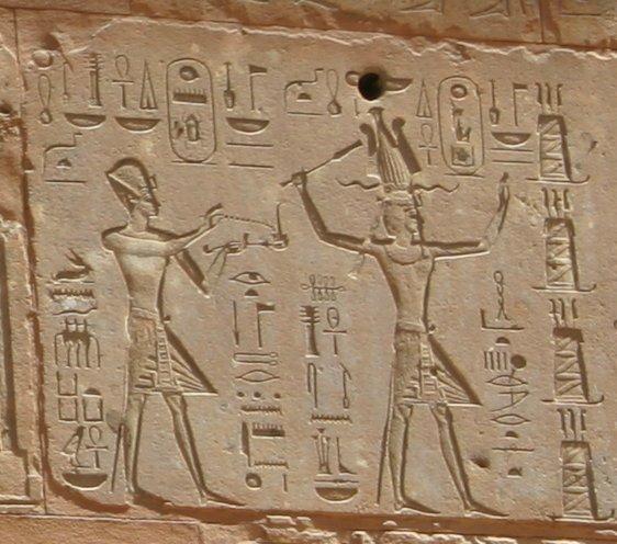 Рельеф из «Красного святилища» в Карнаке, изображающий Хатшепсут рядом с Тутмосом III. (562x496, 64Kb)
