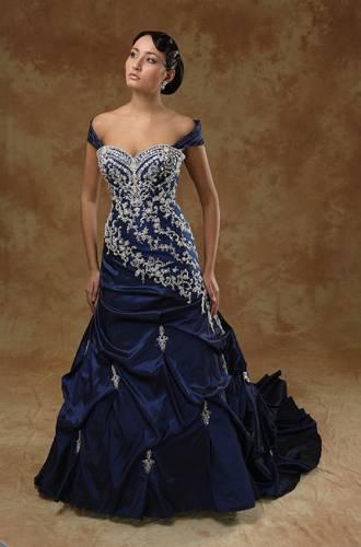 Лучшие вечерние платья.  Красивое синее платье с вышивкой.