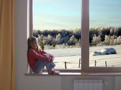 Фото около окна
