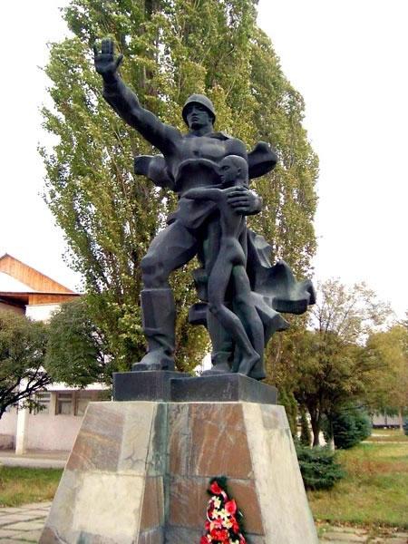Памятник с ангелом Козловка Ваза. Габбро-диабаз Боготол