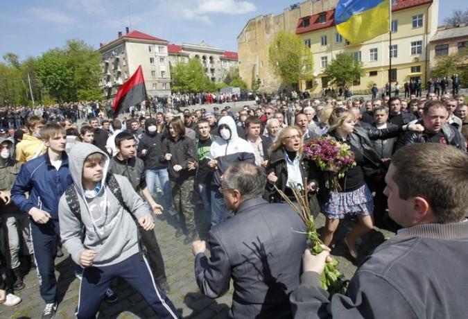 День Победы во Львове, Украина, 9 мая 2011 года./2270477_48 (675x460, 120Kb)