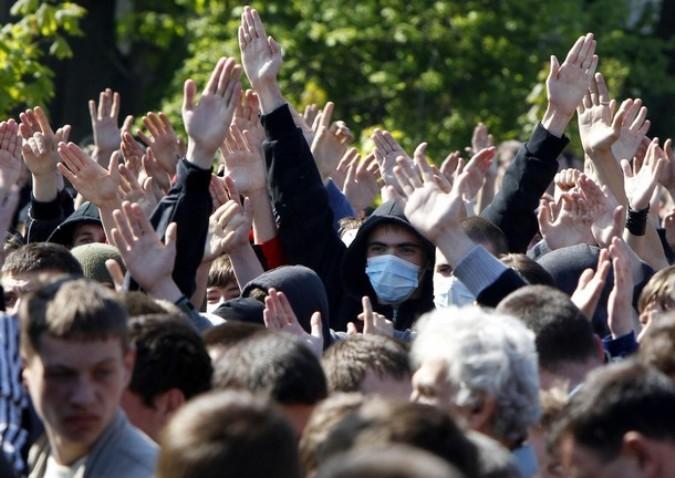 День Победы во Львове, Украина, 9 мая 2011 года./2270477_50 (675x478, 96Kb)