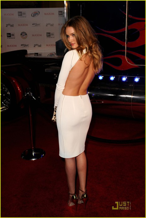 rosie-huntington-whiteley-back-baring-dress-maxim-party-01 (470x700, 60Kb)