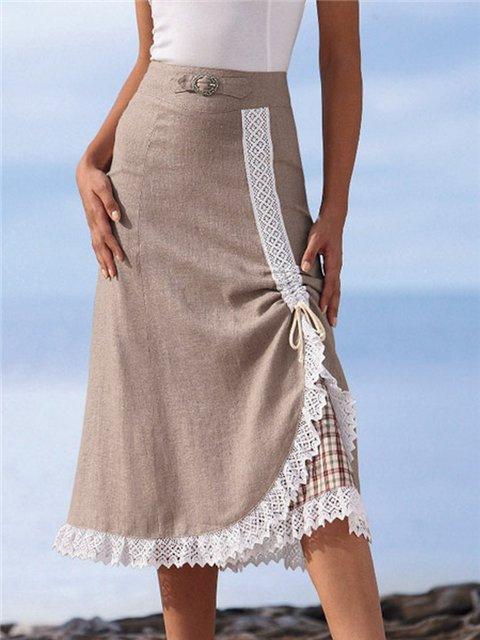 Очаровательная юбка украшенным деталями кружевом и подкладкой в клетку.