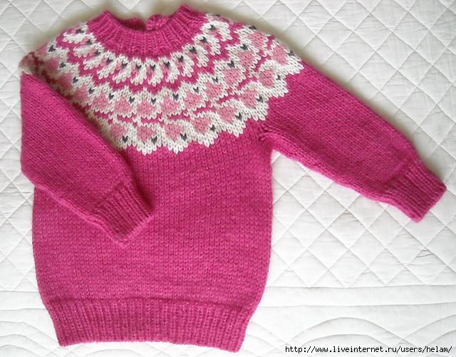 Пуловер с круглой кокеткой для девочки