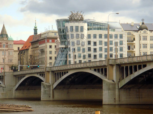 3996158_DancingBuilding_Prague (596x447, 62Kb)
